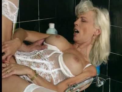 Blonde MILF beim Arschfick