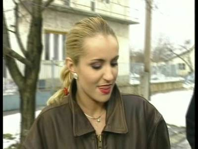 Scharfe Blondine mit dicken Titten wird durchgefickt