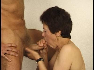 Titten kleinen oma mit Oma hat