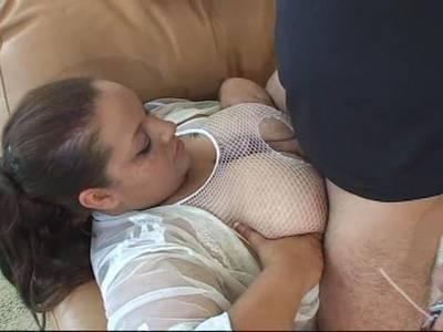 Geiler Tittensex mit einer fetten Brünetten