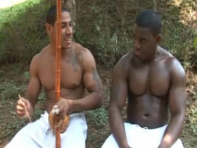 Schwarze Gays ficken outdoor