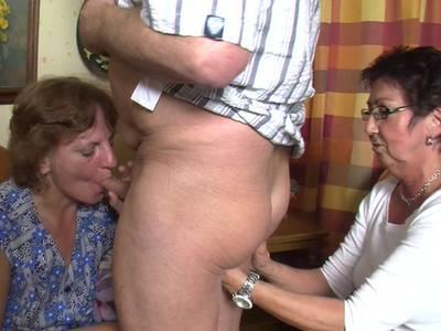 Deutsche Hausfrau Nikki beim Schwanz lutschen