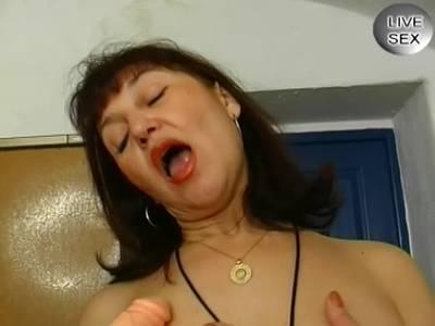 Hausfrau fickt sich solo