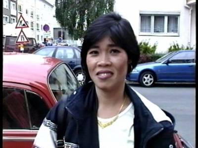 Asia MILF von Deutschem in die behaarte Muschi gefickt